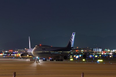20061112ANA-B747night.jpg