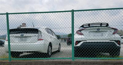 2cars01.jpg