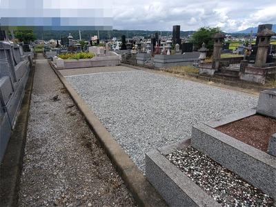 墓地に砂利01.jpg