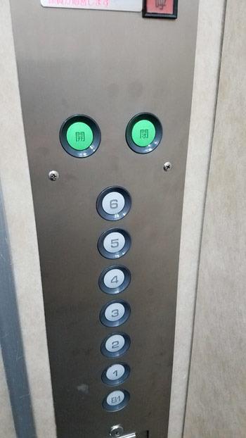 病院のボタン02.jpg