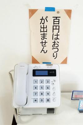 白い公衆電話.jpg