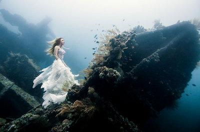 bali-shipwreck-divers-underwater-photoshoot-benjamin-von-wong-1.jpg